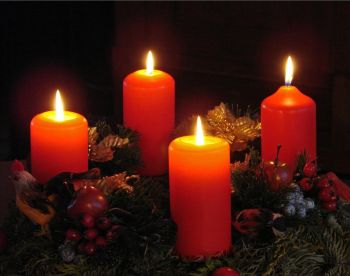 Advent wreath with candles. Photo: flickr.com/photos/jorbasa/6531526831