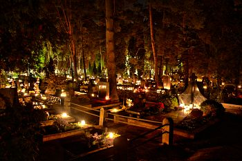 Lit candles in a cemetery in Kaunas, Lithuania, on All Hallows' Day. Photo: flickr.com/photos/aivas14/22515902684
