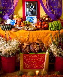 Traditional altar to commemorate a deceased relative on Día de los Muertos. Photo: flickr.com/photos/eneas/4072192627