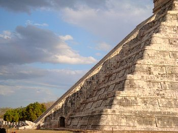 Pyramid in Chichen Itza, Mexico, during the spring equinox. Photo: Wikimedia Commons
